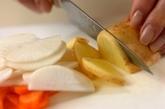 ジャガイモと根菜のみそ汁の作り方1