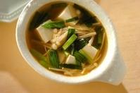 豆腐とエノキのピリ辛スープ