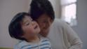 """ママはわが子よりもスマホと""""ほおずり""""する時間が長い!?実際の親子が〝ほおずり""""の大切さに気づく、心温まる動画を公開!"""