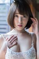 """""""トップを担うスーパーボディ""""現役女子大生・忍野さらが美バストで悩殺"""