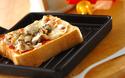 朝食やブランチに! 7分でできる、オイルサーディンとレンコンのピザトースト