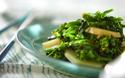 春に食べたくなる、このほろ苦さ! ジャガイモと菜の花の炒め物