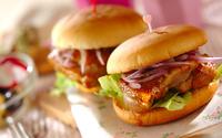お花見やピクニックに持っていきたい! ハニーマスタードチキンバーガー