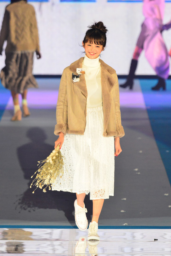 鈴木優華さん/non-no×OLIVE des OLIVE (C)GirlsAward 2016 AUTUMN / WINTER by マイナビ