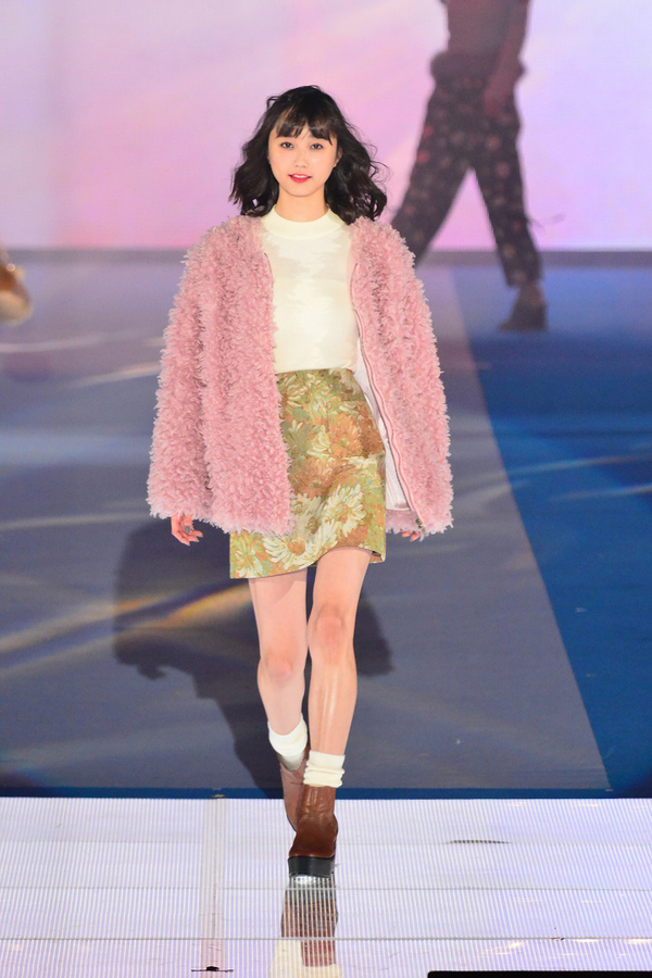 鈴木友菜さん/dazzlin (C)GirlsAward 2016 AUTUMN / WINTER by マイナビ