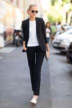 仕事着だけじゃもったいない!普通の「黒のテーラードジャケット」をスペシャルな1着に!