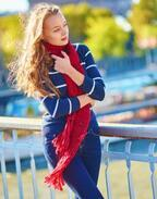 今春はスカーフが大注目!「さりげないのにオシャレ」に見えるスカーフの使い方って?