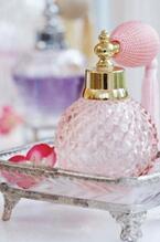 使えるから捨てないで!可愛い香水ボトルの斬新な活用法