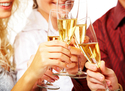 年末年始のお酒に注意! お酒を飲むほど肌トラブルが発生する実態!