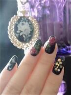 2012年冬ネイル!黒を基調にしたゴシックネイル×深紅の薔薇をアクセントに添えて!