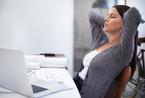 寒いと肩こりが悪化! オフィスでできる簡単な肩こり解消法
