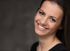 若々しいハツラツとした女性に近づく、表情筋トレーニング