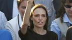アンジェリーナ・ジョリー、ボスニアの映画祭で表彰され、温かい拍手に感激の涙