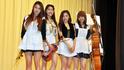 K-POPグループ「バニラルーシー」がメイドに変身? 美脚と生演奏を披露!