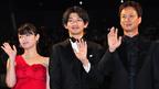 関ジャニ丸山、金色シャツのタキシードで登場 映画初出演でワイルドな魅力を発揮?