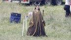 空前のおとぎ話ブーム! 「眠れる森の美女」魔女役に扮したアンジーの写真が公開