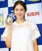 """武井咲、お酒のCM初挑戦 """"チュー顔""""18回撮り直し…"""