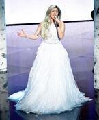 【第87回アカデミー賞】レディー・ガガ、純白ドレスで『サウンド・オブ・ミュージック』を熱唱!