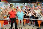 「PON!」が海外進出! NBC番組のセレブ出演者たちが乱入
