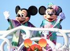 【ディズニー】和服ミッキーが「お手を拝借!」 シーの「ニューイヤーズ・グリーティング」