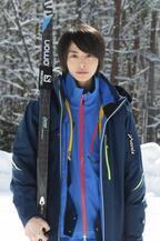 高杉真宙、スキーに初挑戦!土屋太鳳×東野圭吾のドラマ「カッコウの卵は誰のもの」