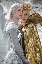 """シャーリーズ・セロン&エミリー・ブラント、""""悪の美女姉妹""""を彩るドレスの秘密『スノーホワイト』"""