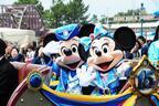 【ディズニー】ミッキー&ミニーがドライブ!15周年衣装の新グリーティングもスタート