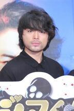山田孝之、雨の中を訪れた熱烈ファンにドSな放置プレイ「お腹すいたから帰ります」