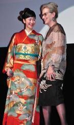 黒木華、大女優メリル・ストリープと同じ柄の衣装で「幸せです!」