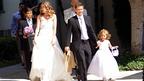 マーク・ウォールバーグが長年の恋人と、娘や息子たちに囲まれて子連れ挙式