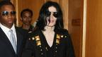 マイケル・ジャクソンの死因は致死量の麻酔薬。当局は「殺人」と見なす?