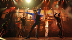 ブルーのジャケットで踊る、マイケル最後のリハーサル新画像が日本初公開!