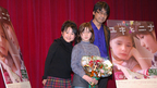 フランスの天才少女が来日! 『ユキとニナ』舞台挨拶でさくらまやが歓迎の熱唱!
