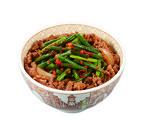 すき家、ピリ辛だれの「ニンニク牛丼」と「炭火塩だれやきとり丼」発売