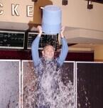 海老蔵がアイス・バケツ・チャレンジに挑戦! 次の指名は「あえてしません」
