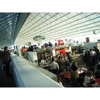 ストライキで迷惑VS高額運賃、フランスと日本の航空会社はどっちが乗客思い?