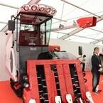 フェラーリをデザインした奥山清行によるコンバインが登場 - UTVのコンセプトモデルも披露されたヤンマー発表会