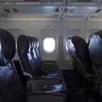 飛行機での子供の行為、深夜便の泣き声やシートベルト関連に「腹が立った」