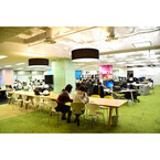 2事業部合同のフリーアドレスで新しいアイディアを創造 - 内装のプロ集団が勤めるオフィスとは?