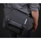 THULE、防水素材を使用したメッセンジャー型カメラバッグ