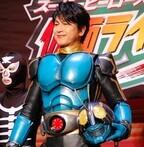 及川光博が仮面ライダー3号のマスクオフ姿をお披露目「自分の変身シーンは12回観ました」