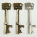 ユニットコム、キーホルダーにも付けられるアンティーク調鍵型栓抜き