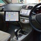 車のドリンクホルダーにがっちり固定できるタブレット用アームスタンド
