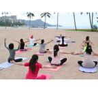 ハワイのビーチでヨガを満喫する「ヨガフェスタハワイ」開催 - 水上ヨガも