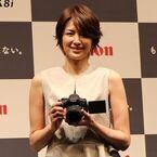 キヤノン「EOS Kiss X8i」新CM発表会で吉瀬美智子さん - 運動会写真、ゴールの瞬間をバッチリ撮影