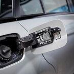 メルセデス・ベンツ、救助カード閲覧用「レスキューQRコード」を新車に貼付