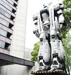 イングラムがついに桜田門・警視庁本庁舎に立つ! 春の交通安全を呼びかける