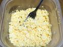 フォーク1本!! ゆで卵をみじん切りするキッチン便利&時短ワザ