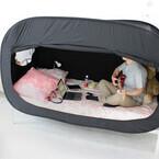 こんな秘密基地が欲しかった! 5分で完成、PCも持ち込めるベッドテント