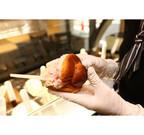東京都・台場に温かいパンに冷たいジェラートをはさむスイーツの専門店OPEN